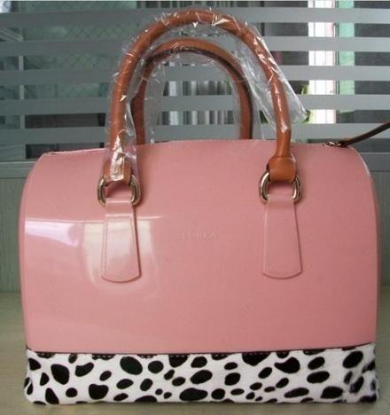ce78962da Furla Candy Bag lo más fashion en carteras   www.artofmikemignola.com  SpotFASHION