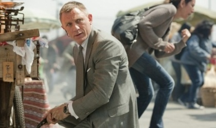 Bond supera a Batman en la taquilla mundial