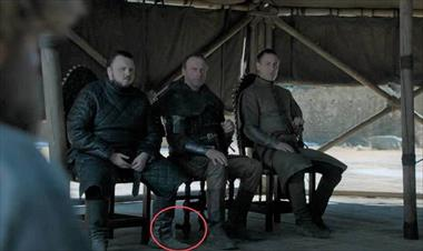 "Una botella de agua se cuela en el capítulo final de ""Game of Thrones"""